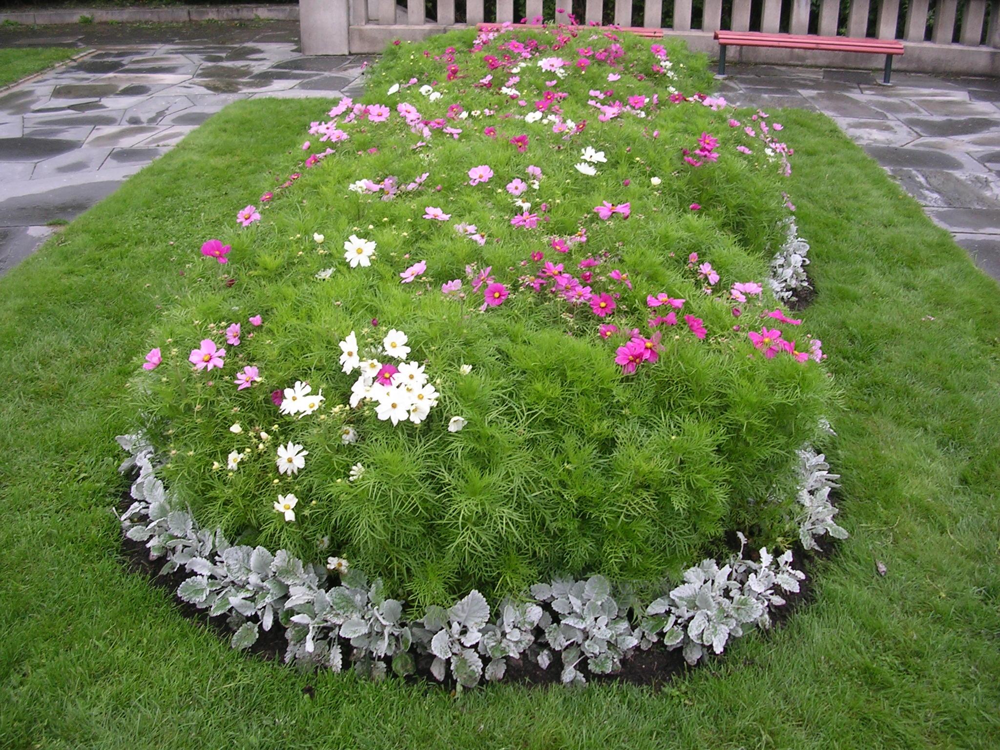 Giardino con fiori or13 regardsdefemmes - Progettare il giardino ...