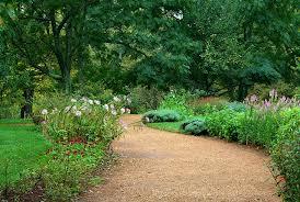 Scandire il giardino con dei percorsi