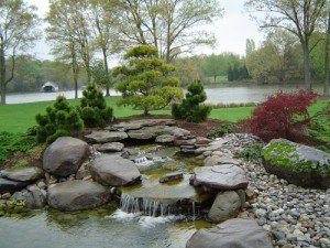 I giochi d'acqua nel giardino sono un elemento caraterrizante del area verde
